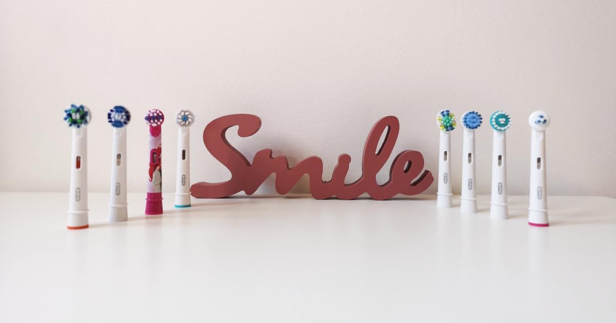 testine per spazzolino elettrico su tavolo